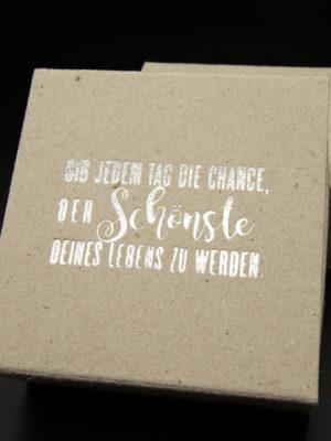 Good Old Friends Schrift Stein Verpackung-6